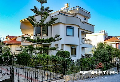 Spacious  depended sea view villa for sale in Alanya castle alanya