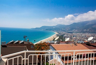 2+1 duplex has a view on Cleopatra beach for sale in Alanya alanya